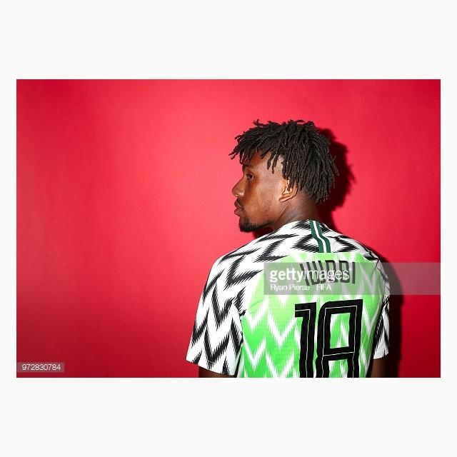 dailylook_ao_dau_wc_nigeria_03_alex_iwobi